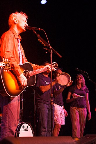 Fountains of Wayne - The band playing acoustic in July 2009