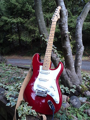G&L Musical Instruments - Image: G&L 93 Legacy clear red