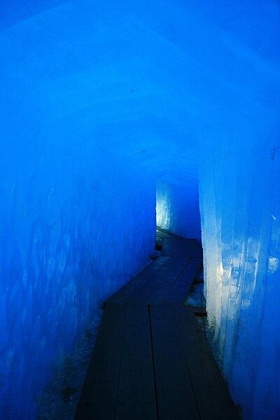 File:Galerie Glacier du Rhône.JPG