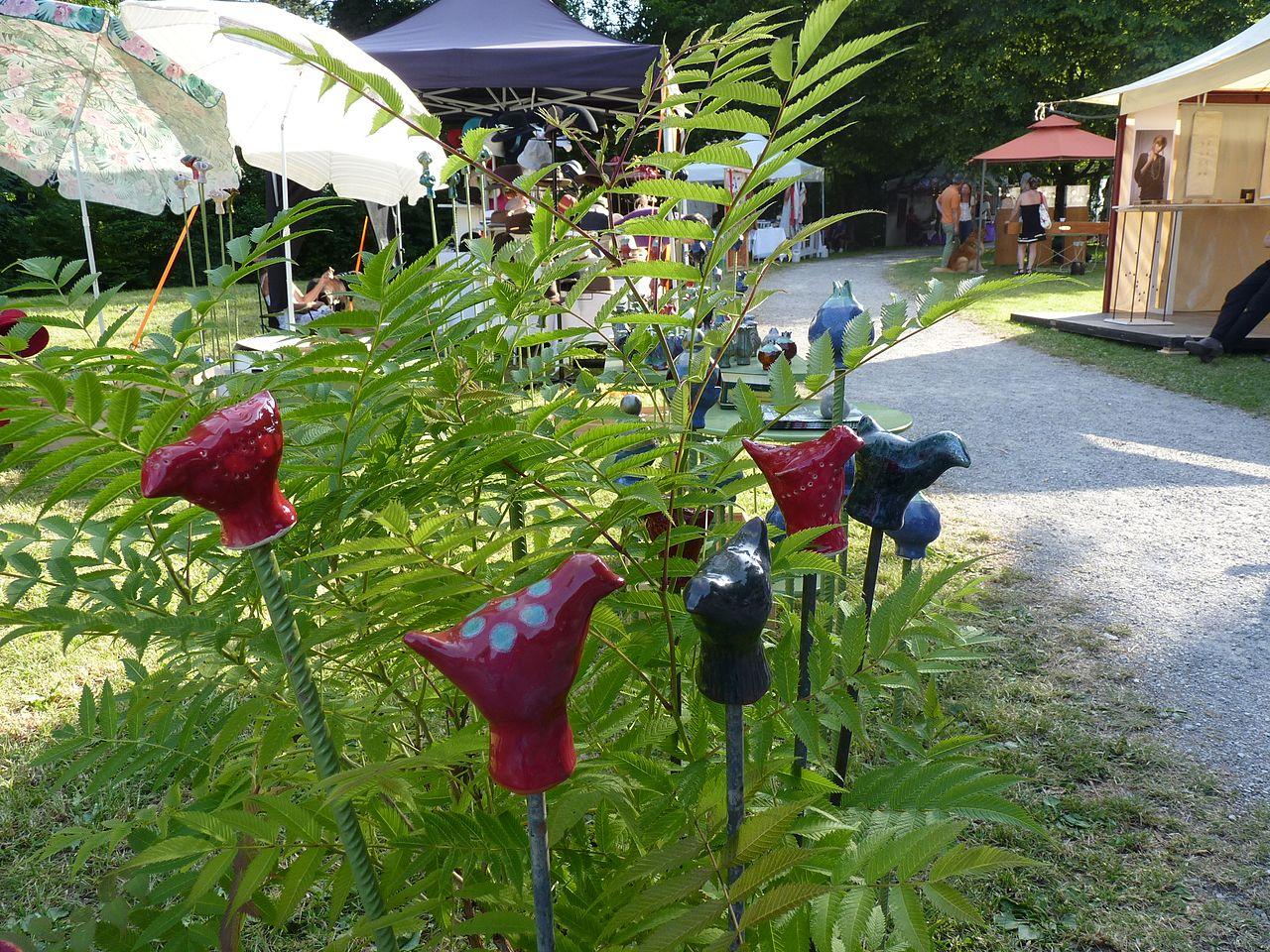 file:gartendekoration auf sommermarkt in utting.jpg - wikimedia ... - Gartendekoration