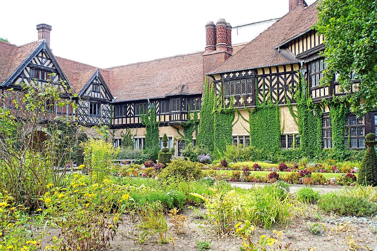 Germany-00401 - Cecilienhof Garden (30037890240).jpg
