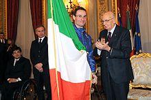 Giorgio Di Centa alla cerimonia di consegna da parte del presidente della Repubblica Italiana, Giorgio Napolitano, della bandiera che avrebbe portato nella Cerimonia di apertura dei XXI Giochi olimpici invernali