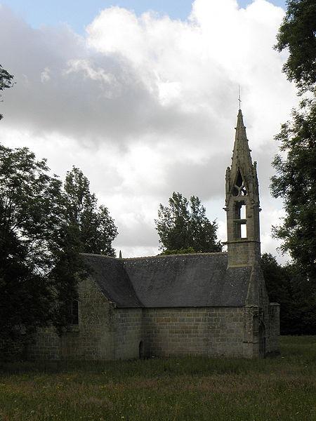 Vue septentrionale de la chapelle Saint-Hervé en Gourin (56).
