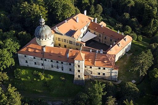 Vogelperspektive auf Burg Grabštejn (Grafenstein) in Tschechien