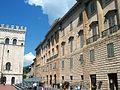 Gubbio - Piazza Grande - panoramio.jpg