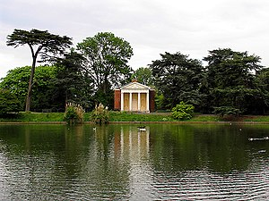 English: Gunnersbury Park. The pond and buildi...