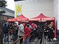 HK Shatin 沙田 車公廟 Che Kung Miu Temple 講解簽文處 Fortune stick readers' office Cashier counters n visitors Feb-2010.jpg