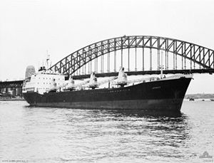 HMAS Jeparit in front of the Sydney Harbour Bridge