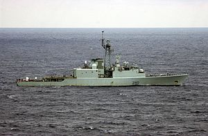 HMCS Iroquois (DDG 280) underway off Florida 2002.jpeg