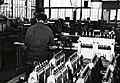 HUA-169927-Interieur van de hoofdwerkplaats van de N.S. te Tilburg- bougiesafdeling (?).jpg