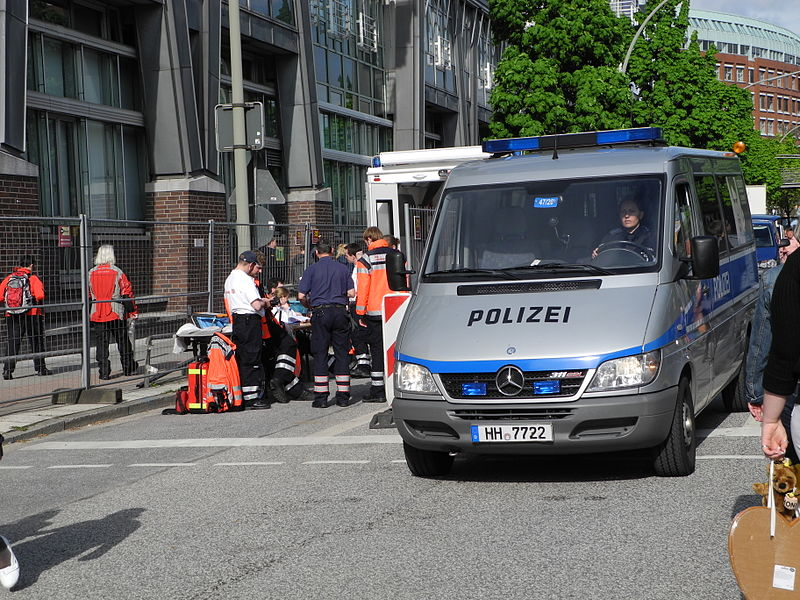 File hafengeburtstag 2013 mercedes benz sprinter polizei for Benz hamburg
