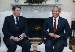 Han Xu (diplomat) and Ronald Reagan.jpg