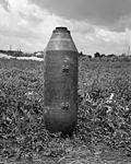 Hatástalanított amerikai DEMO 250LB rombolóbomba (113 kg-os). Fortepan 72838.jpg