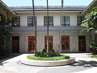 Hawaii State Library - Image: Hawaii State Library court 2front