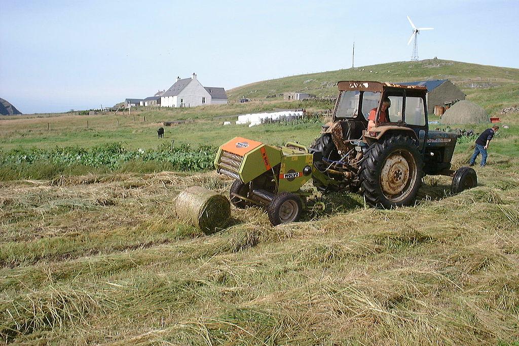File:Hay baling, Ford 4000, Wolvo R500, Fair Isle 2001 - b.jpg ...