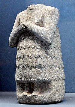 Обетная статуя без головы из Адаба, Ирак, ранний династический период.  Музей Древнего Востока, Стамбул.jpg