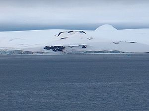 English: A view of Hebrizelm Hill in Antartica...