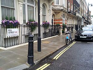 Hill Street, London - Image: Hill Street bollard 2013 10 13