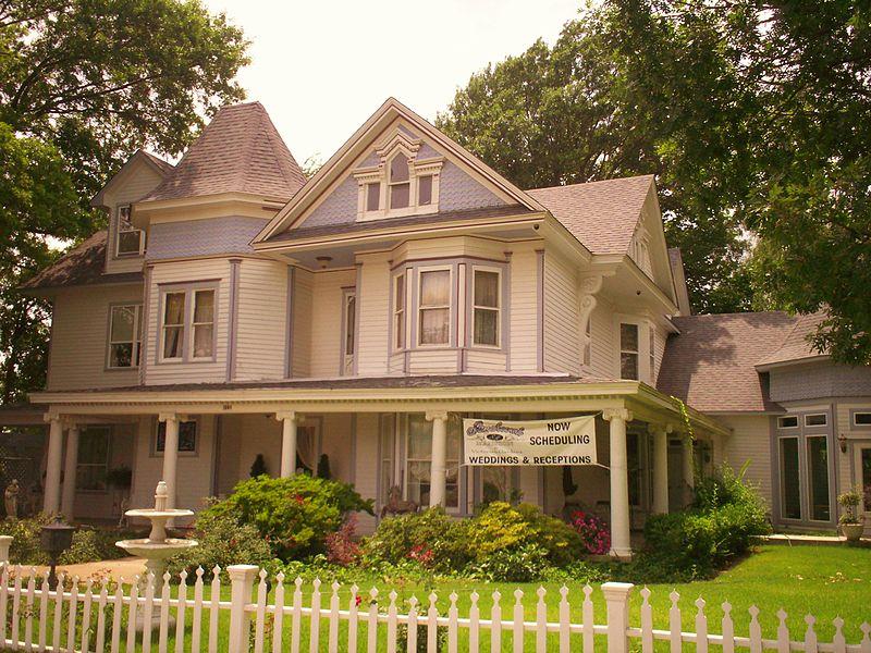 File:Historic house Broken Arrow Oklahoma.jpg