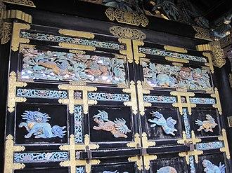 Nishi Hongan-ji - detail of the door, front view