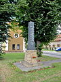 Hruška (PV), pomník.jpg