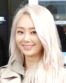 Hyolyn at Incheon International Airport in February 2019 (1).png