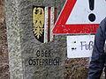 Immigranten beim Grenzübergang Wegscheid (23127617371).jpg