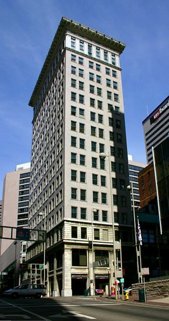 Ingalls Building - The 16-story Ingalls Building in Cincinnati, Ohio became the world's first reinforced concrete skyscraper in 1903