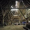 Interieur, Vlaamse schuur, overzicht met houten kapconstructie - Breda - 20383139 - RCE.jpg