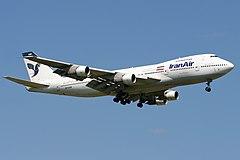 Boeing 747-100B irańskich narodowych linii lotniczych Iran Air podczas lądowania na lotnisku Heathrow