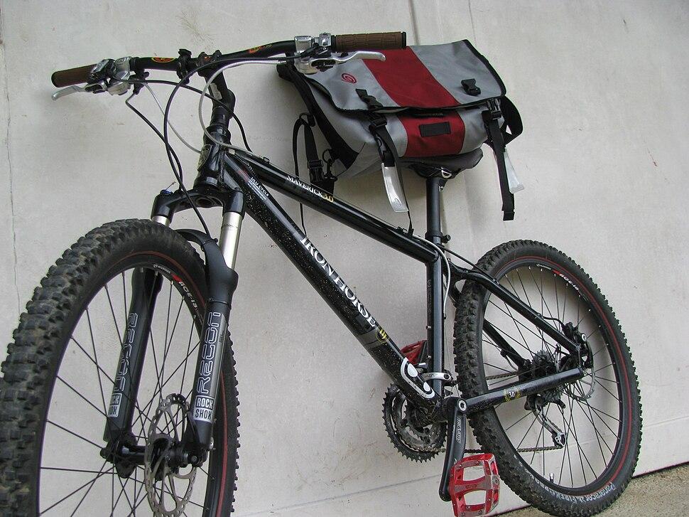 Iron Horse Maverick 3.0 and Timbuk2 messenger bag