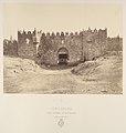 Jérusalem. Porte de Damas ou des colonnes (Bab-el-Ahmoud) MET DP345512.jpg