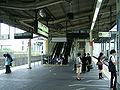 JREast-Tokaido-main-line-Higashi-totsuka-station-platform.jpg