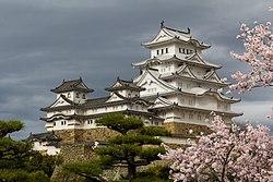 Japan 040416 Himeji Castle 005.jpg