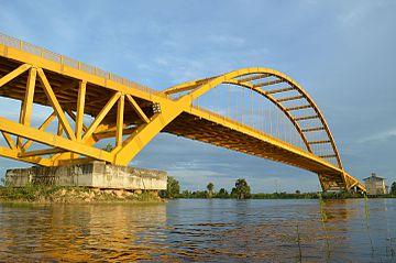 Jembatan Sungai Pela - Ezagren.JPG