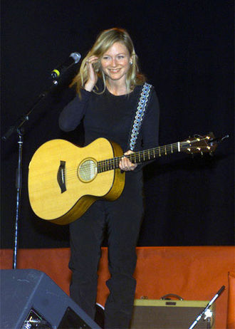 Jewel (singer) - Jewel performing live for U.S. troops at the Ramstein Air Base, Germany, December 17, 2000