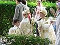 Jongetjes in prinsenkledij voor besnijdenisfeest.JPG