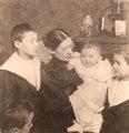 Julie Moufang mit Kindern.tif