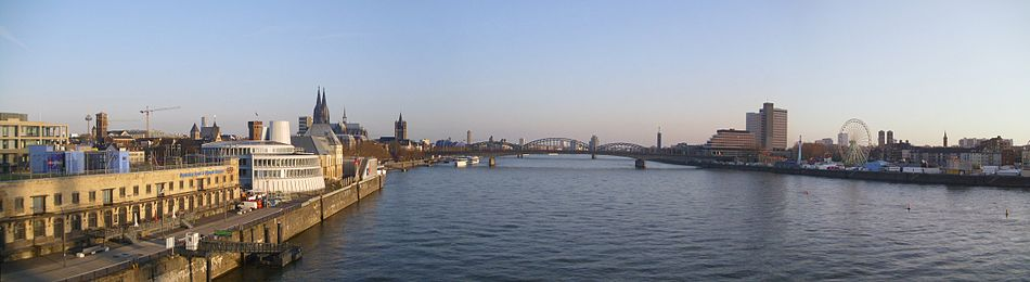 Köln-Deutz April 2010 Panorama.jpg