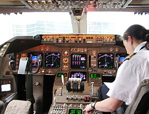 747-400 flight deck