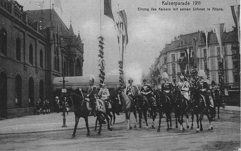 File:Kaiserparade 1911 Altona -2.jpg