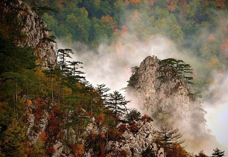 File:Kanjon Rače sa vidikovca Crnjeskovo, Nacionalni park Tara.jpg
