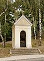 Kapelle bei der Kirche in A-2225 Maustrenk.jpg