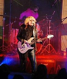 Karen zoid wikipedia for Small room karen zoid chords