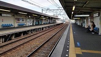 Keisei Sekiya Station - Image: Keisei railway KS06 Keisei sekiya station platform 20170324 135738