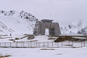 Picture of Checkpoint building over AH4 at China/Pakistan border near Khunjerab Pass