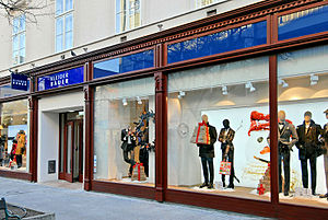 Fashion merchandising - Kleider Bauer Flagship