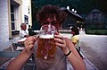 Koenigsseetour-34-Touristin trinkt Radlermass-1988-gje.jpg