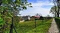 Kruszyn chodnik przy ogrodzeniu kościoła - panoramio.jpg