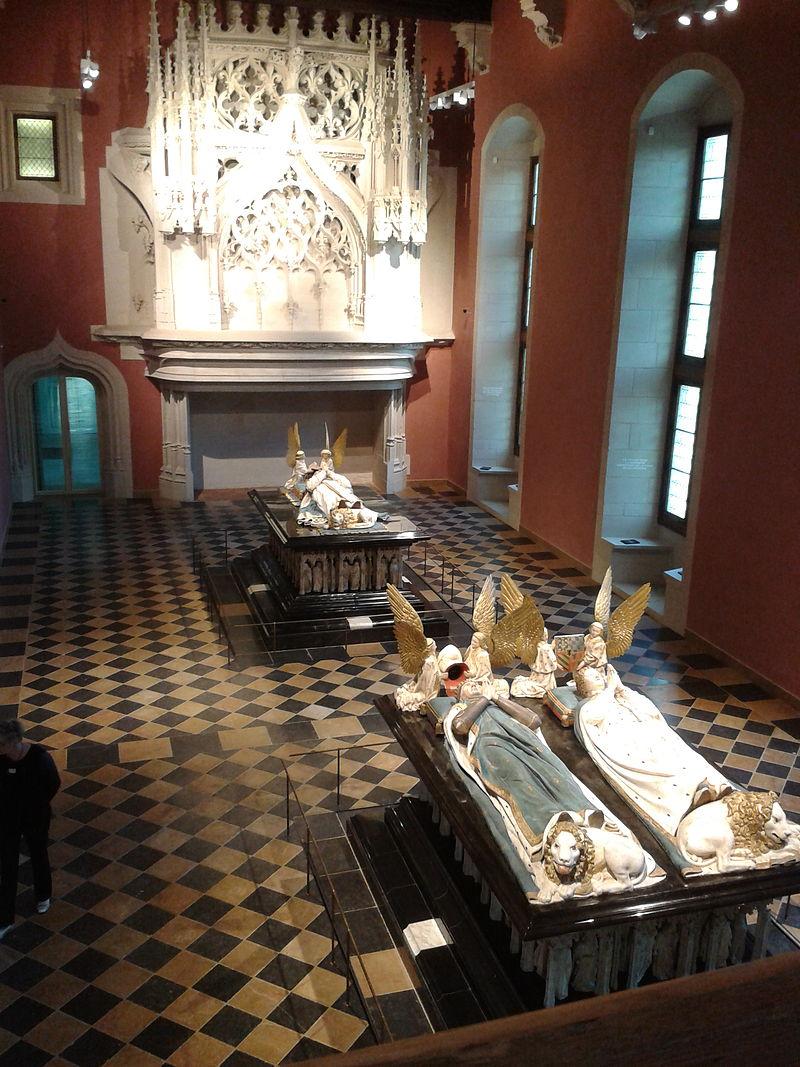 La salle des tombeaux vue depuis le balcon des musiciens.jpg